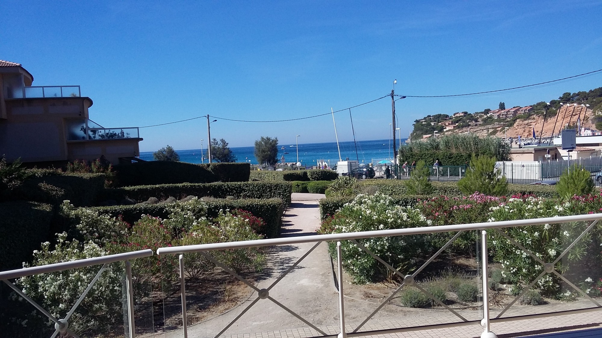 TERRASSE VUE MER CARRY COTE BLEUE